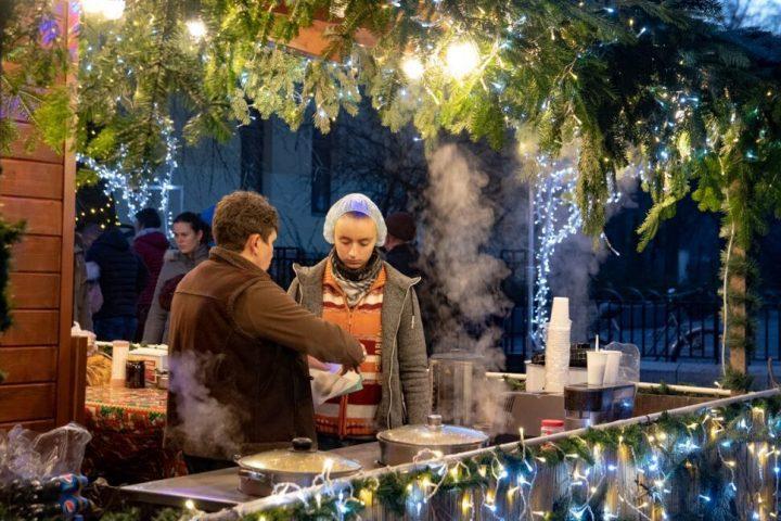 horog fel előre megvilágított karácsonyfa randevú a sötétben Ausztrália joey